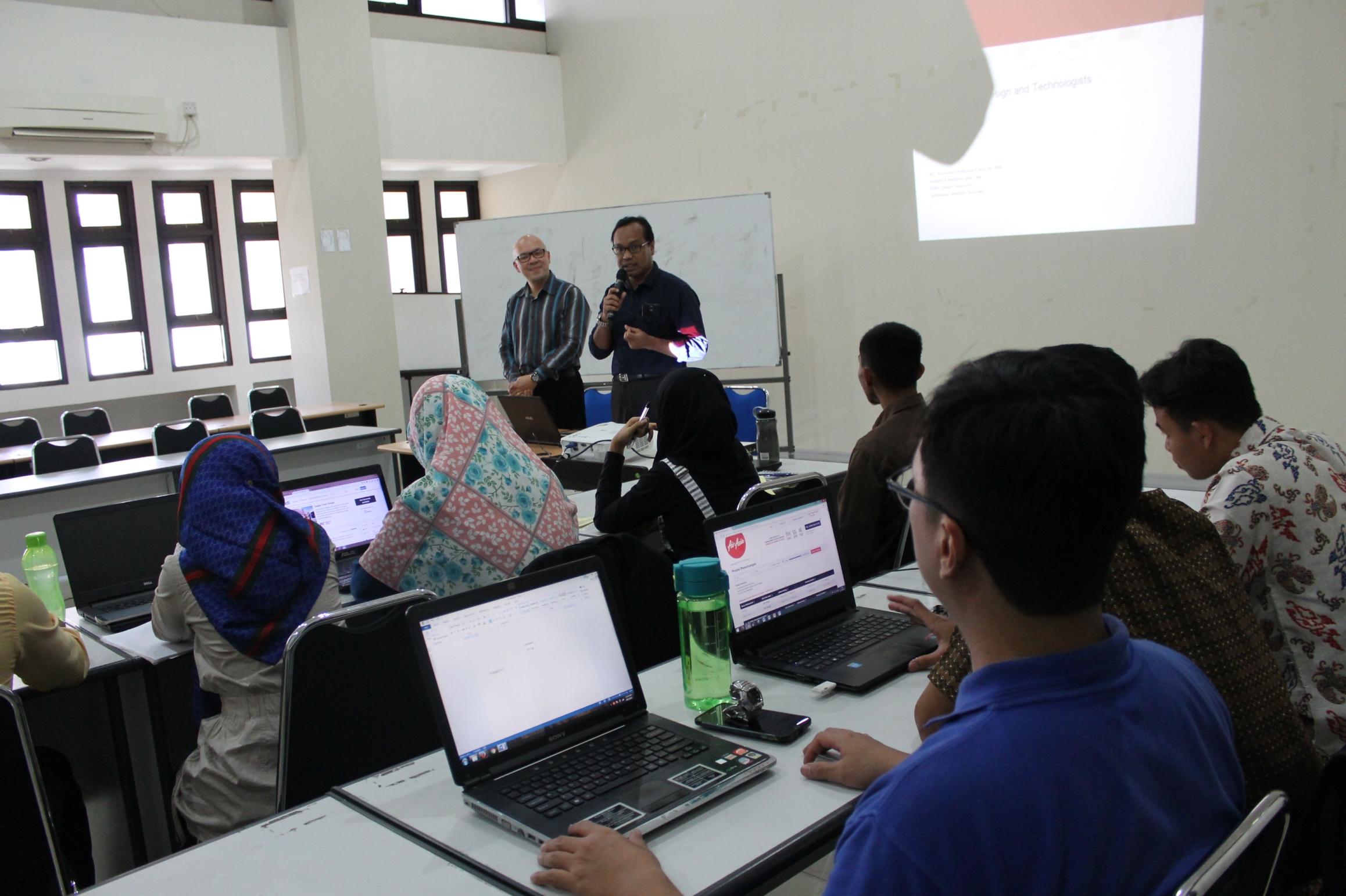 Dosen dari Australia mengajar Kuliah E-Business